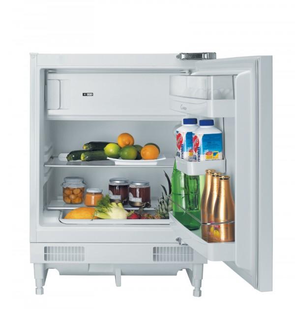 Jak umyć lodówkę? By pozbyć się nieprzyjemnego zapachu z lodówki wsyp na spodek sodę oczyszczoną i umieść w środku.